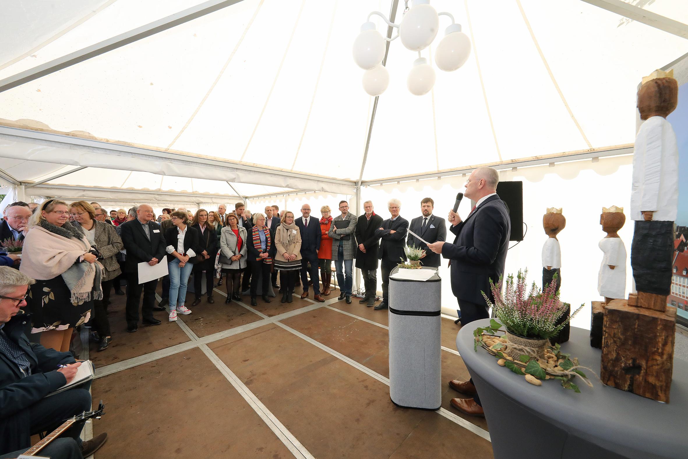 Großer Andrang zur Eröffnung des Hospizes Stiftung Isensee in Emden.